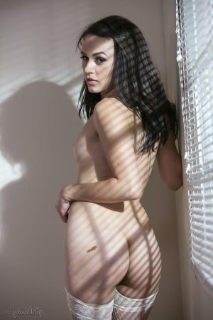 Mary-charlotte mature escort Rommerskirchen, NW